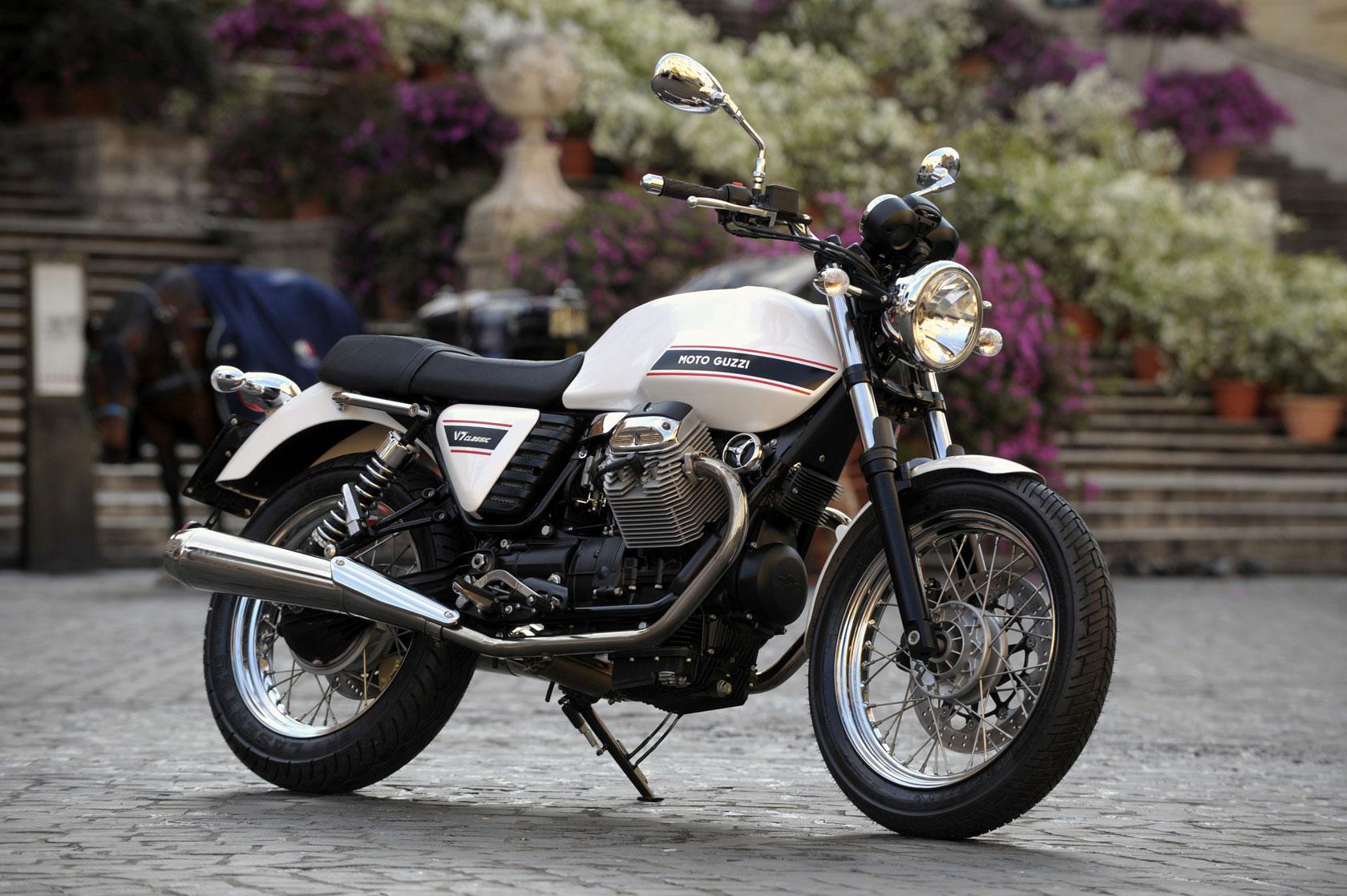 2011-motoguzzi-v7classicb