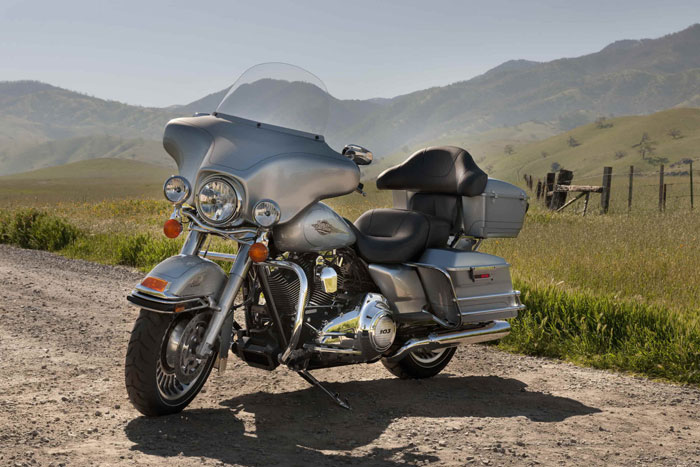 Honda Motorcycles Calgary >> 2012 Harley-Davidson FLHTC Electra Glide Classic Review