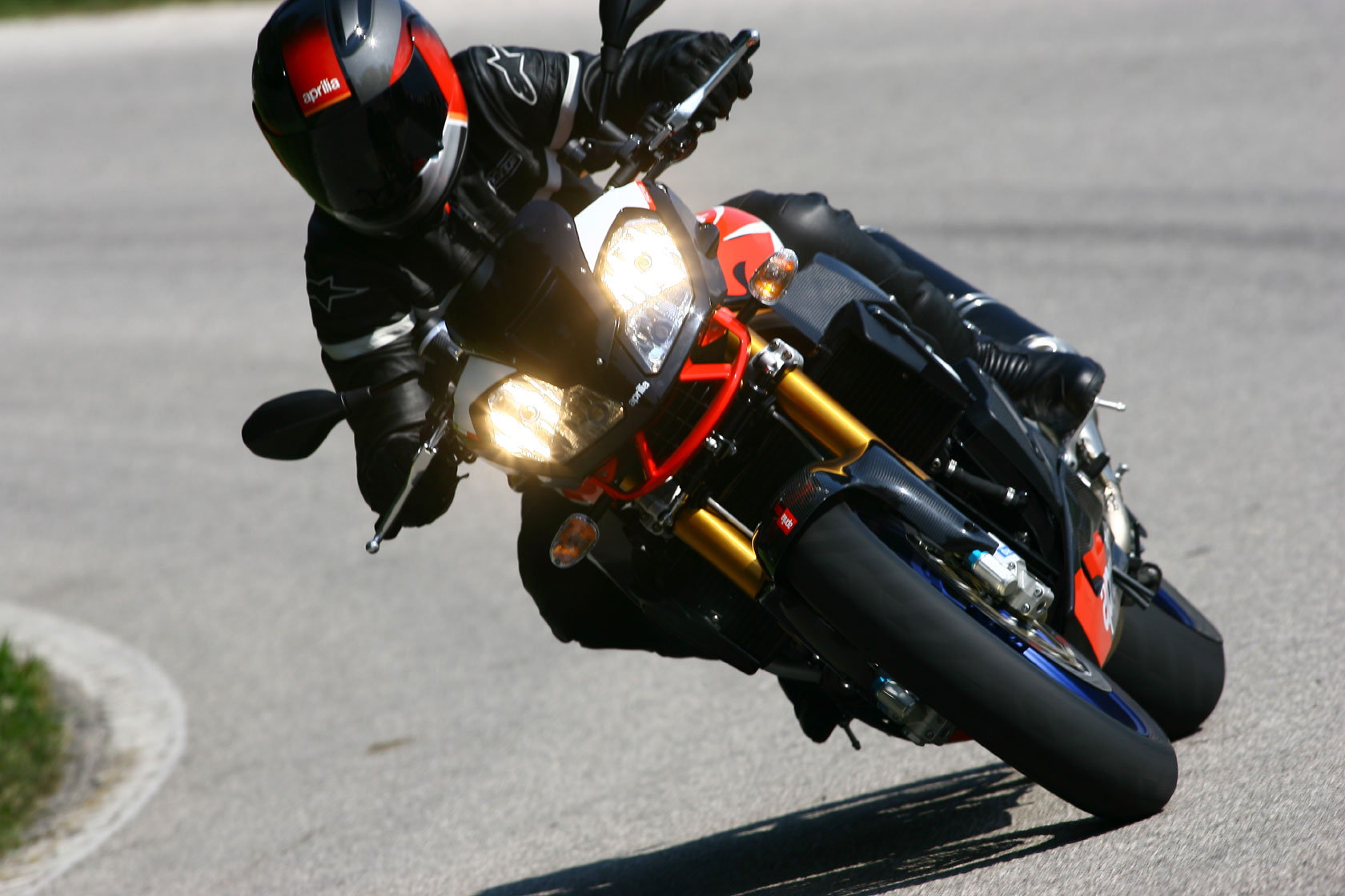2009 Aprilia Tuono 1000 R Factory Best Action