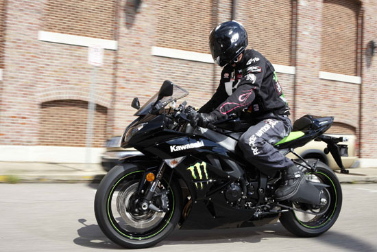2009 Kawasaki Ninja ZX-6R Monster Energy Action