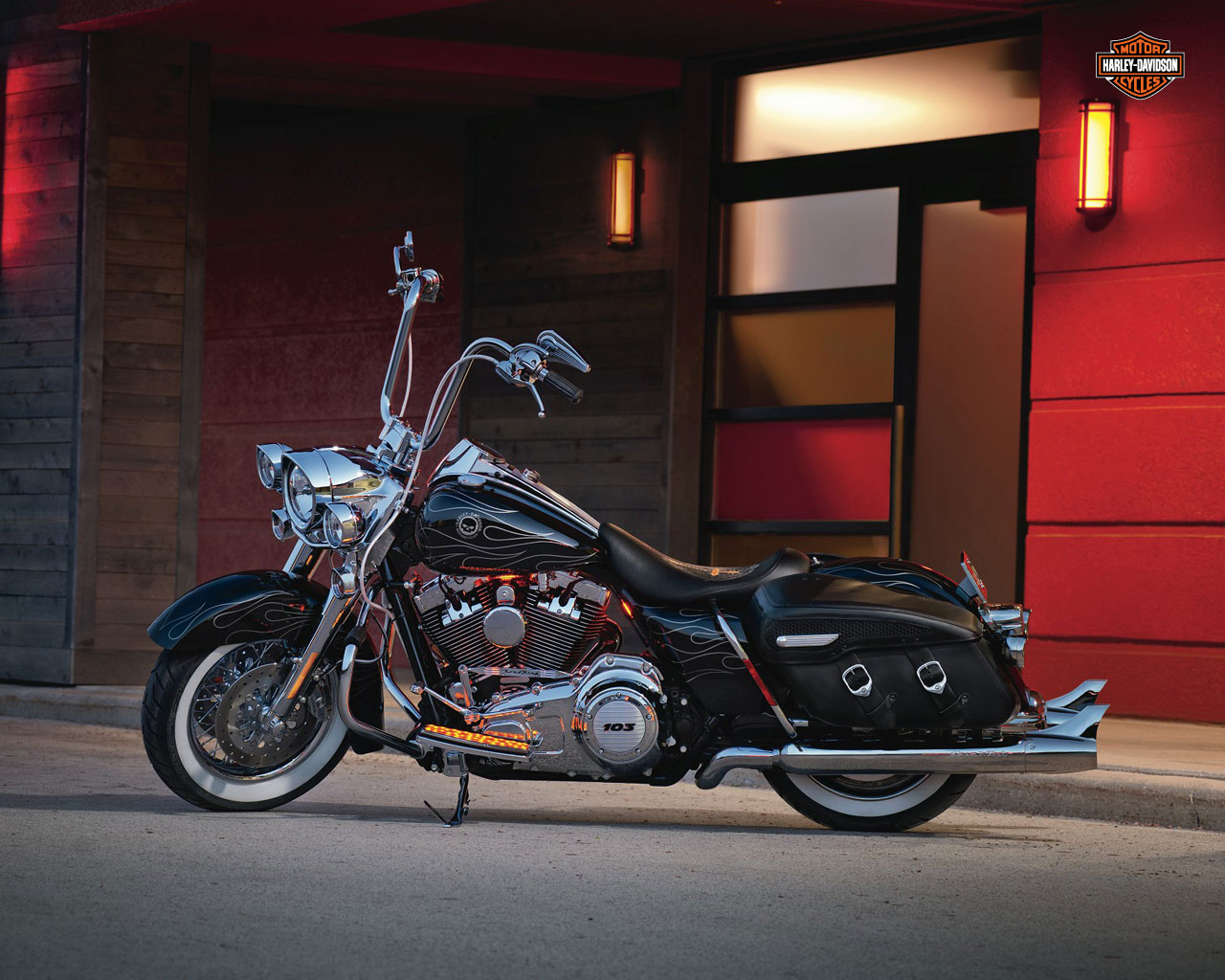 2012 Harley-Davidson FLHRC Road King Classic Review
