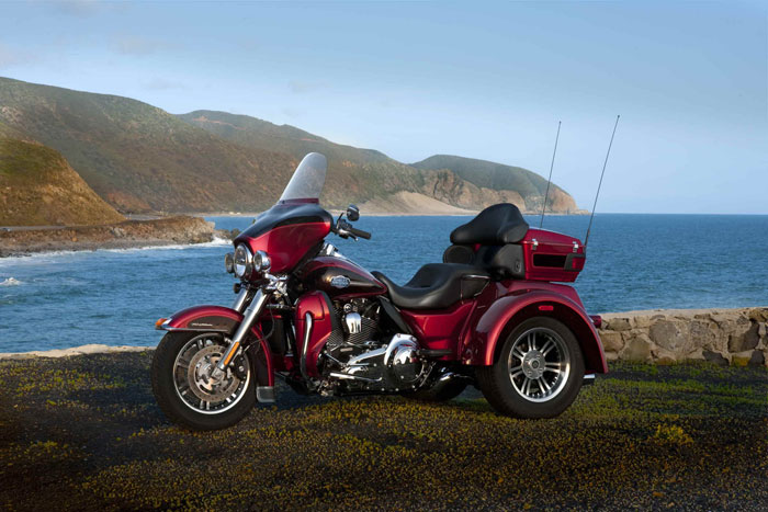 Harley Davidson: 2012 Harley-Davidson FLHTCUTG Tri Glide Ultra Classic Review