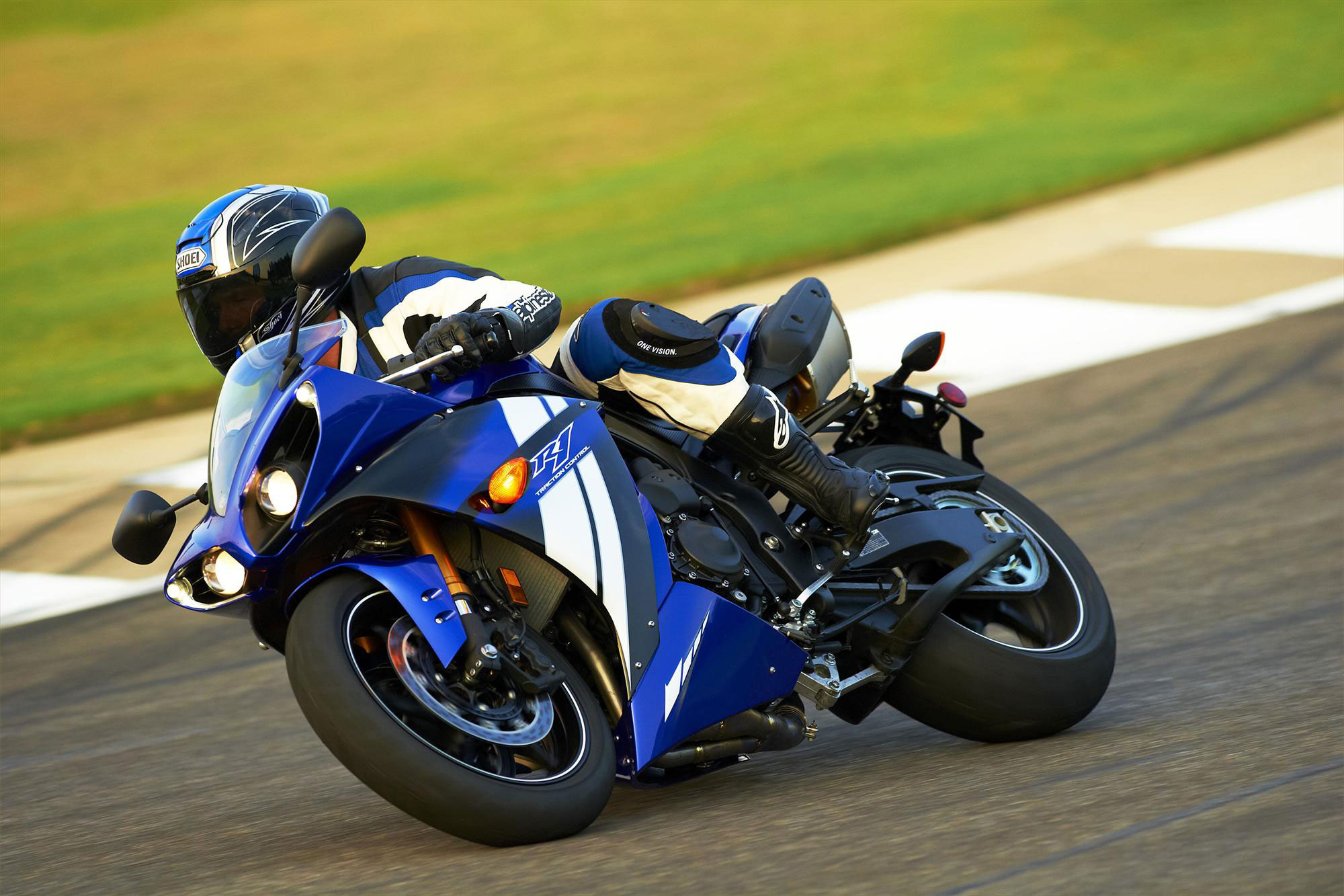 2012 Yamaha YZF-R1 Review