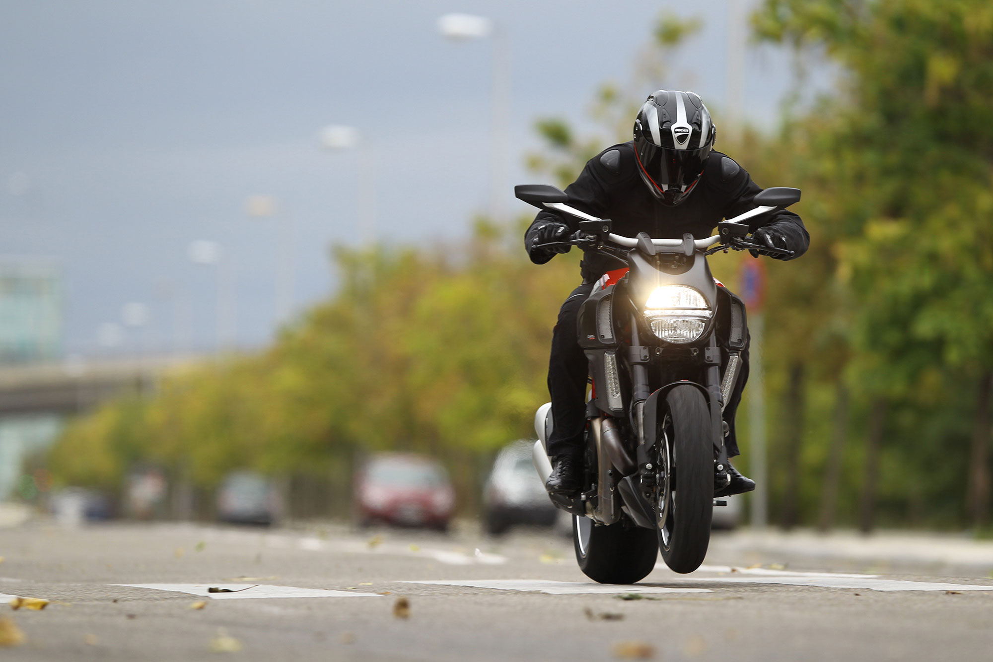 2013 ducati diavel carbon review