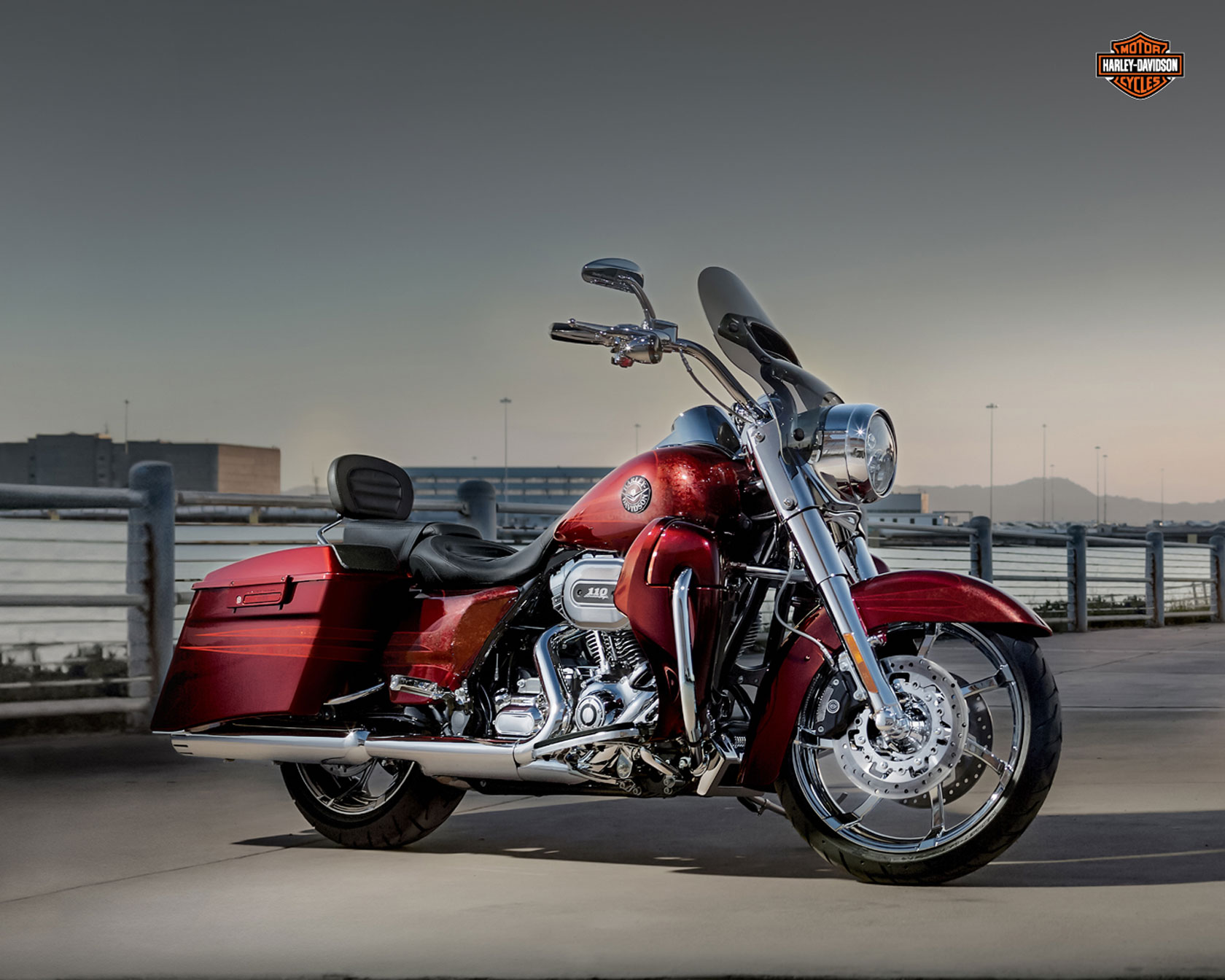 2013 Harley-Davidson FLHRSE5 CVO Road King Review