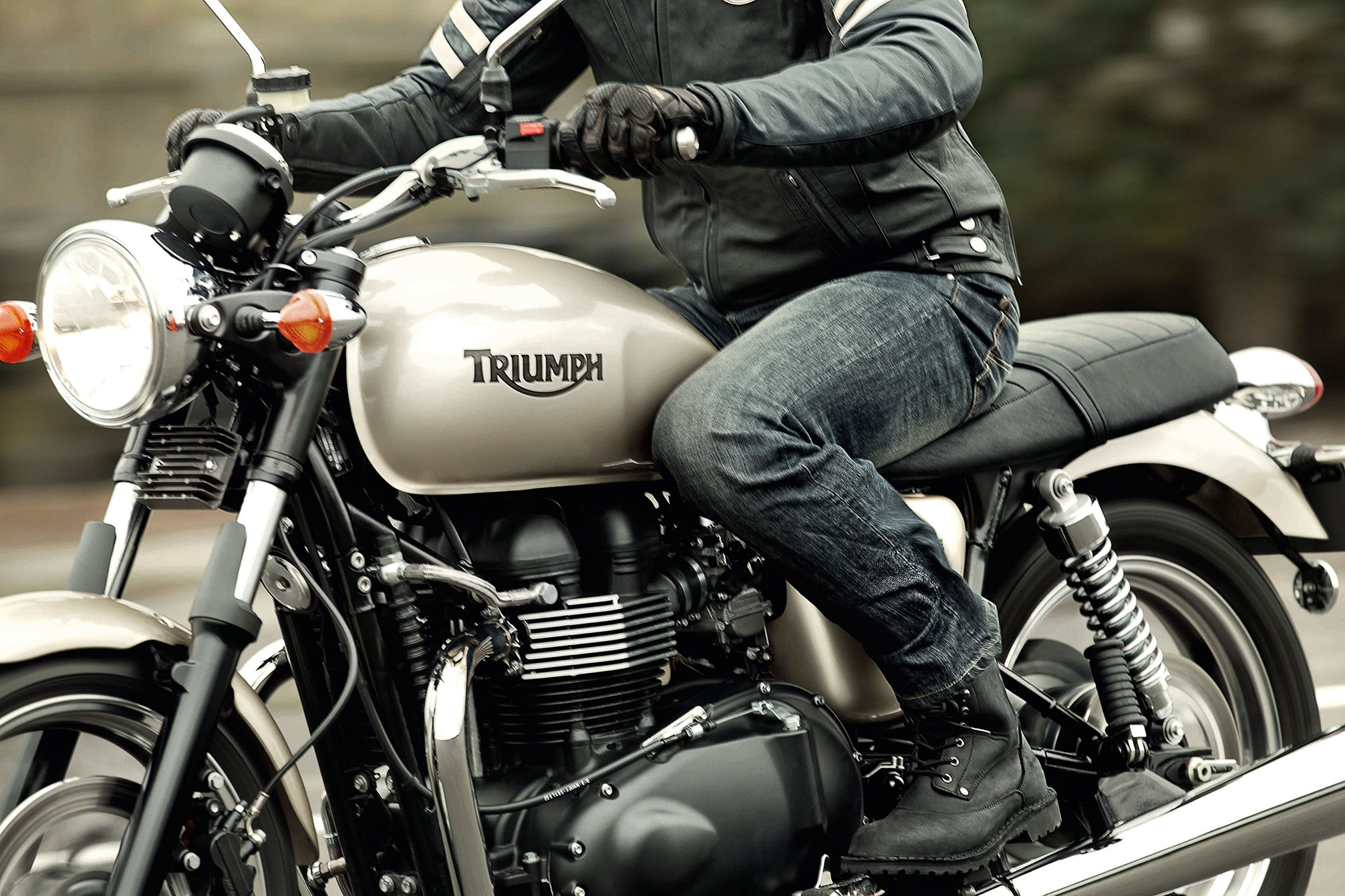 2013 Triumph Bonneville Review