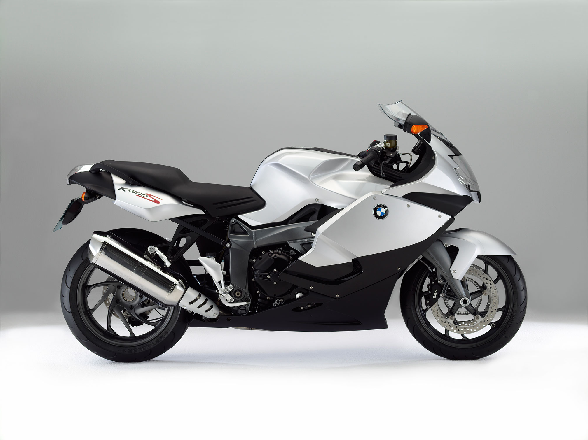 2016 bmw k1300s review. Black Bedroom Furniture Sets. Home Design Ideas