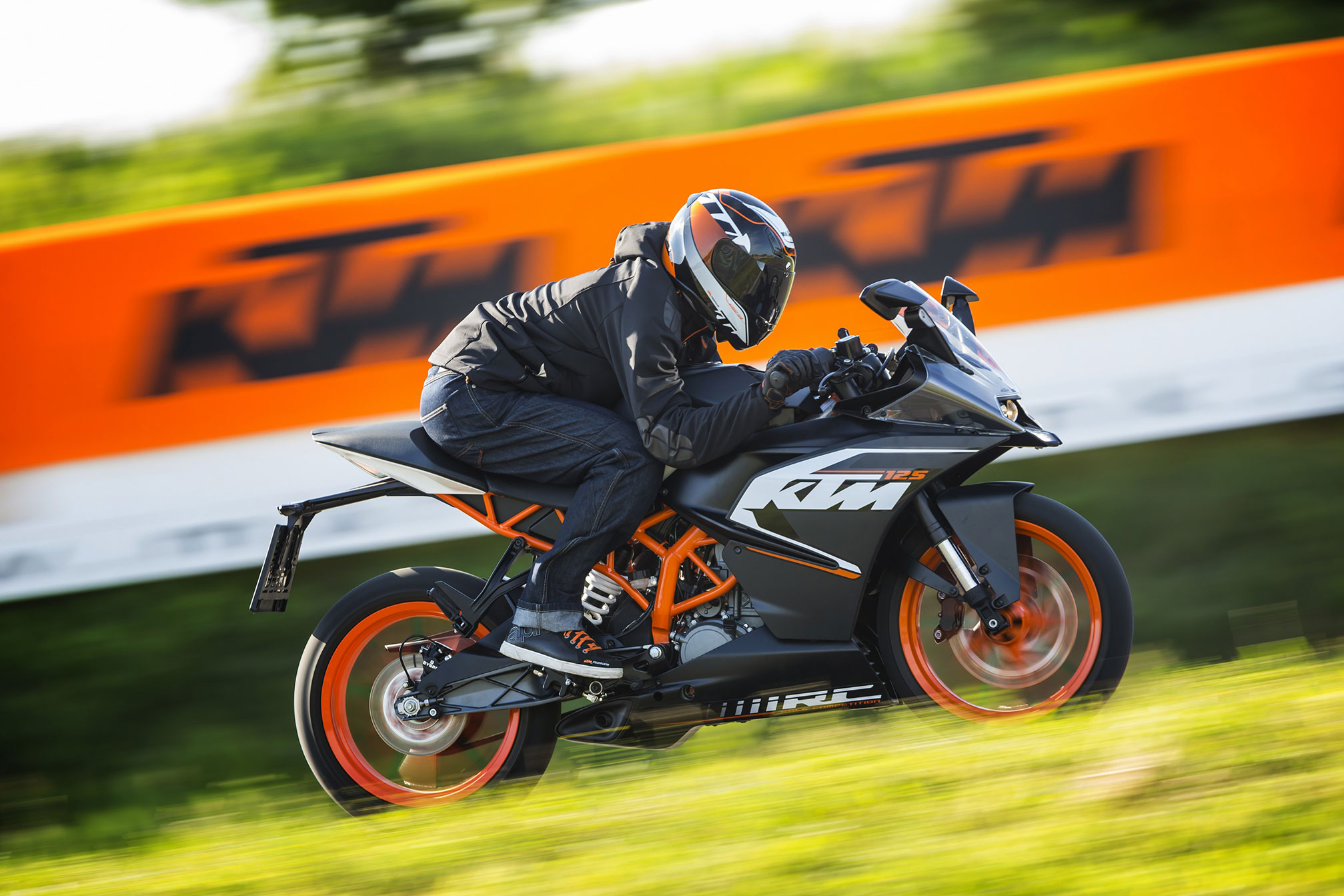 2015 ktm rc125 review. Black Bedroom Furniture Sets. Home Design Ideas