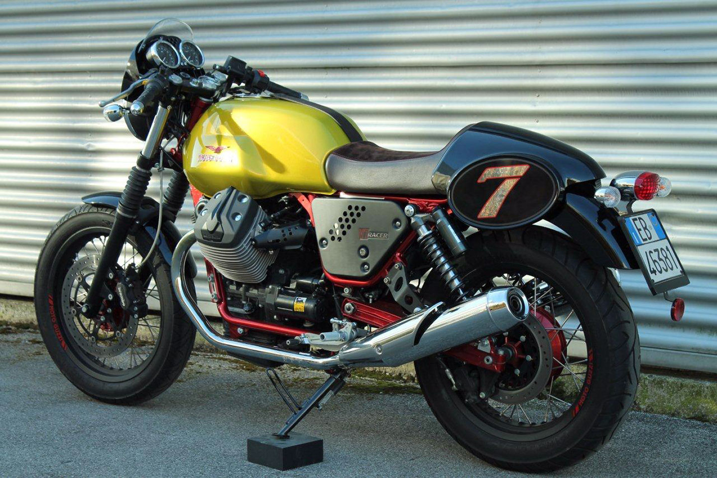 2015 Moto Guzzi V7 II Racer Limited Edition Review