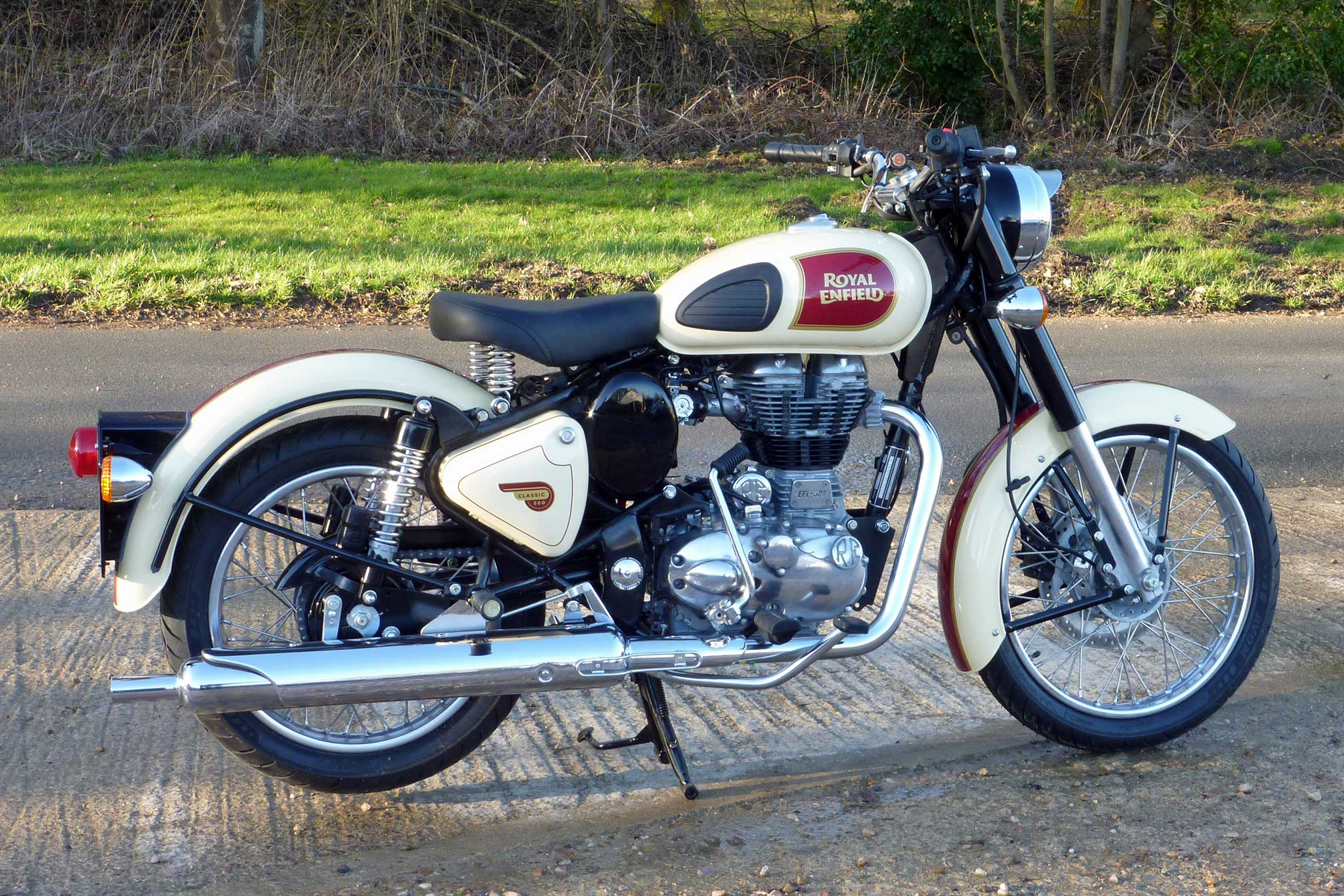 2016 royal enfield classic 500 review. Black Bedroom Furniture Sets. Home Design Ideas