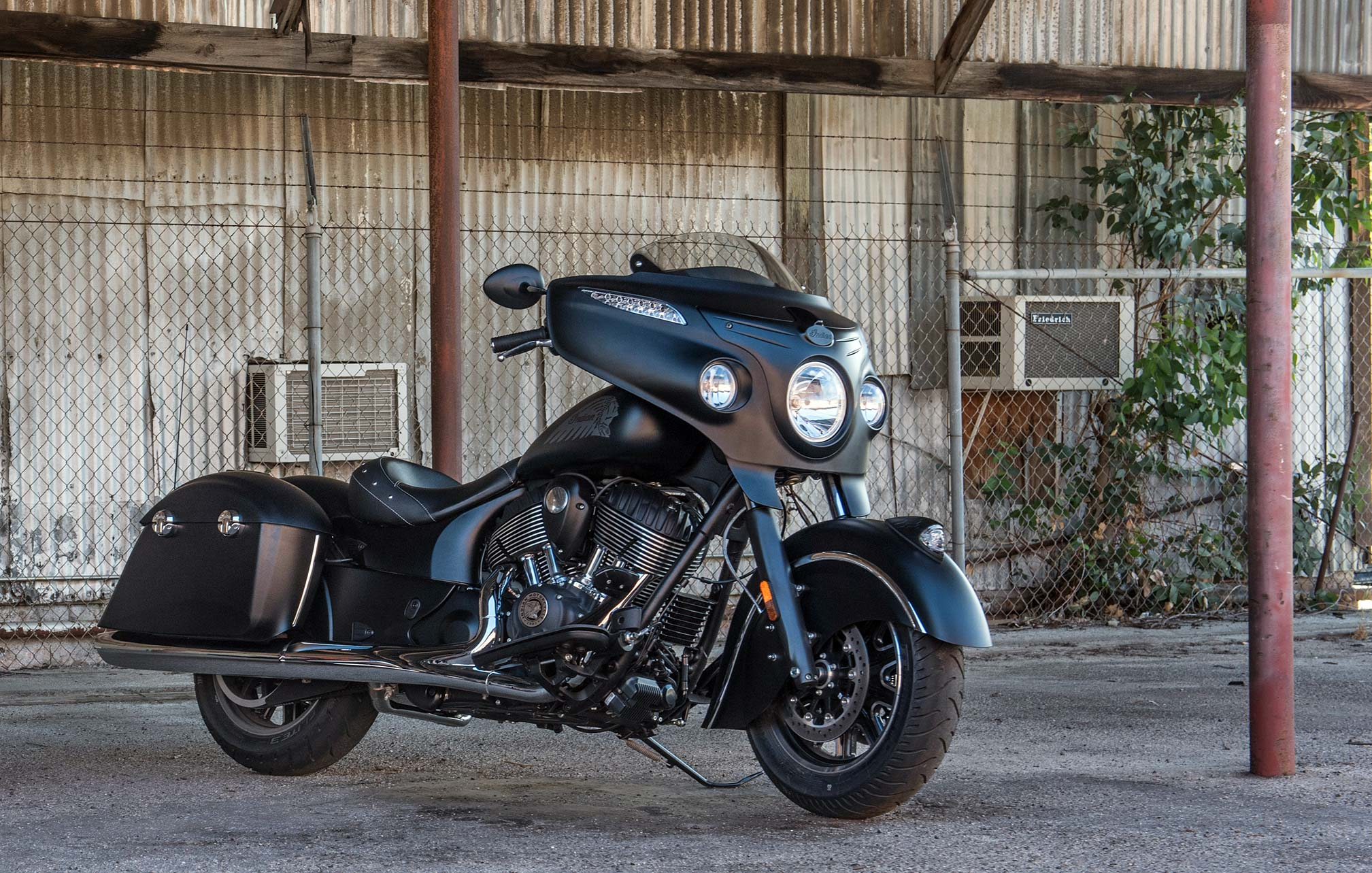 2017 indian chieftain dark horse review. Black Bedroom Furniture Sets. Home Design Ideas