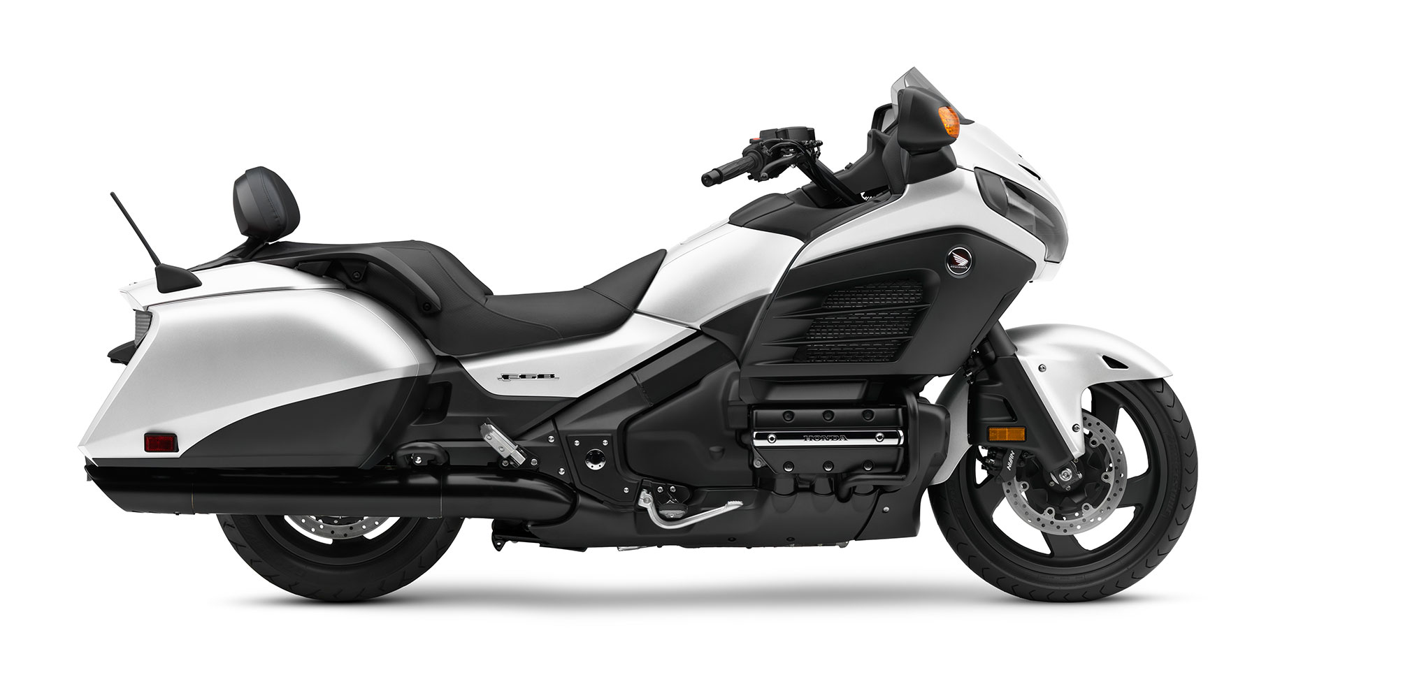 2017 honda gold wing f6b deluxe review. Black Bedroom Furniture Sets. Home Design Ideas