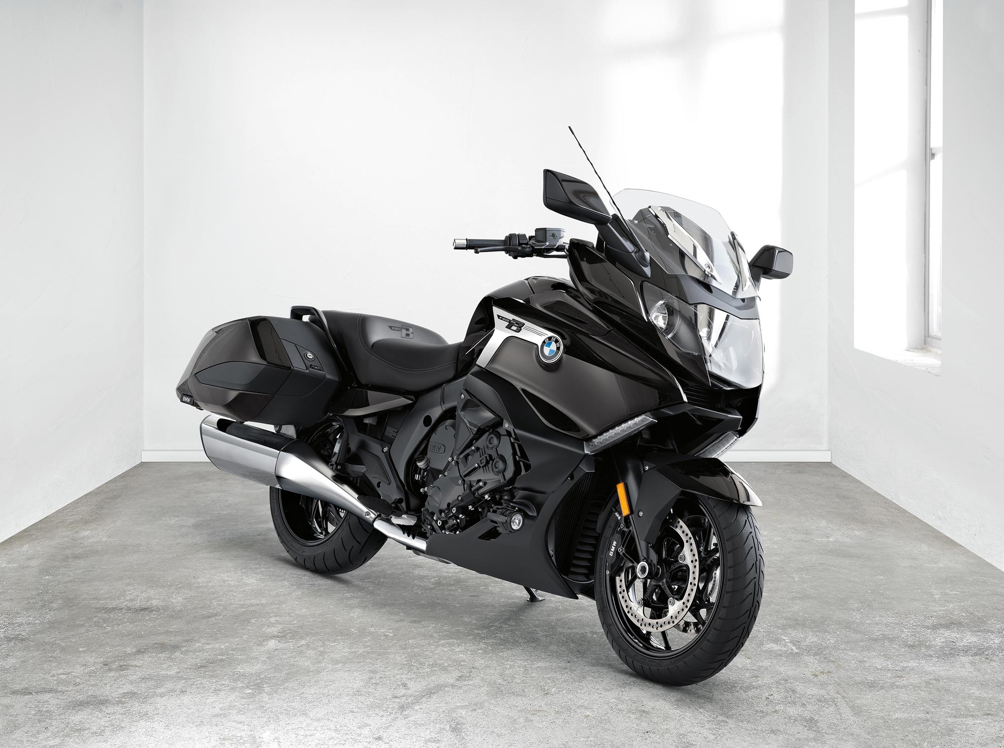 2018 BMW K1600B Review | TotalMotorcycle