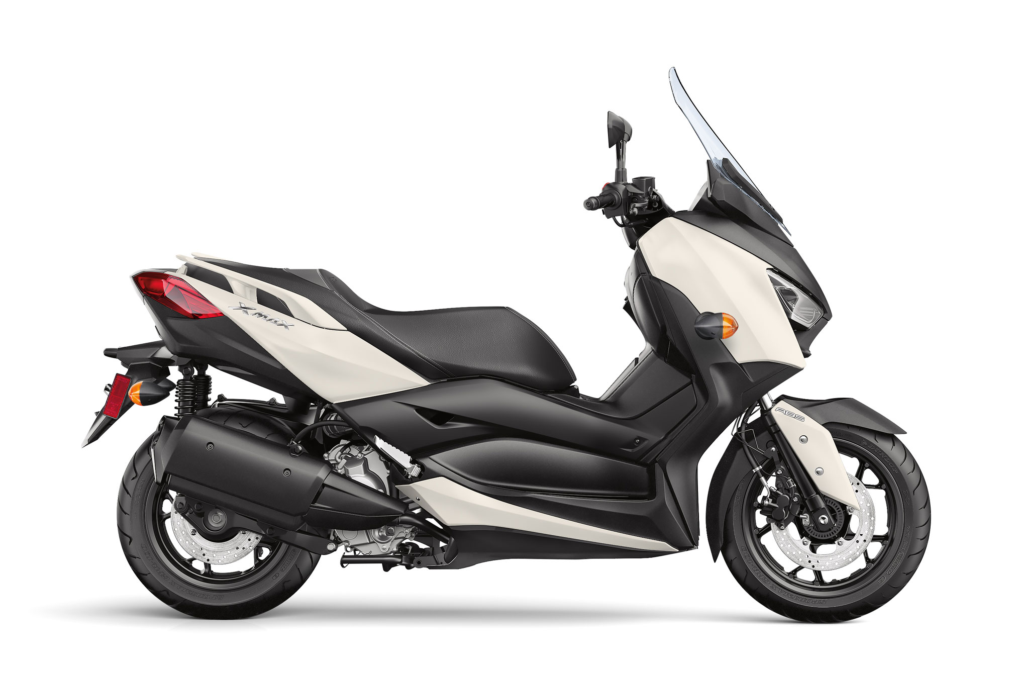2018 yamaha xmax review total motorcycle. Black Bedroom Furniture Sets. Home Design Ideas