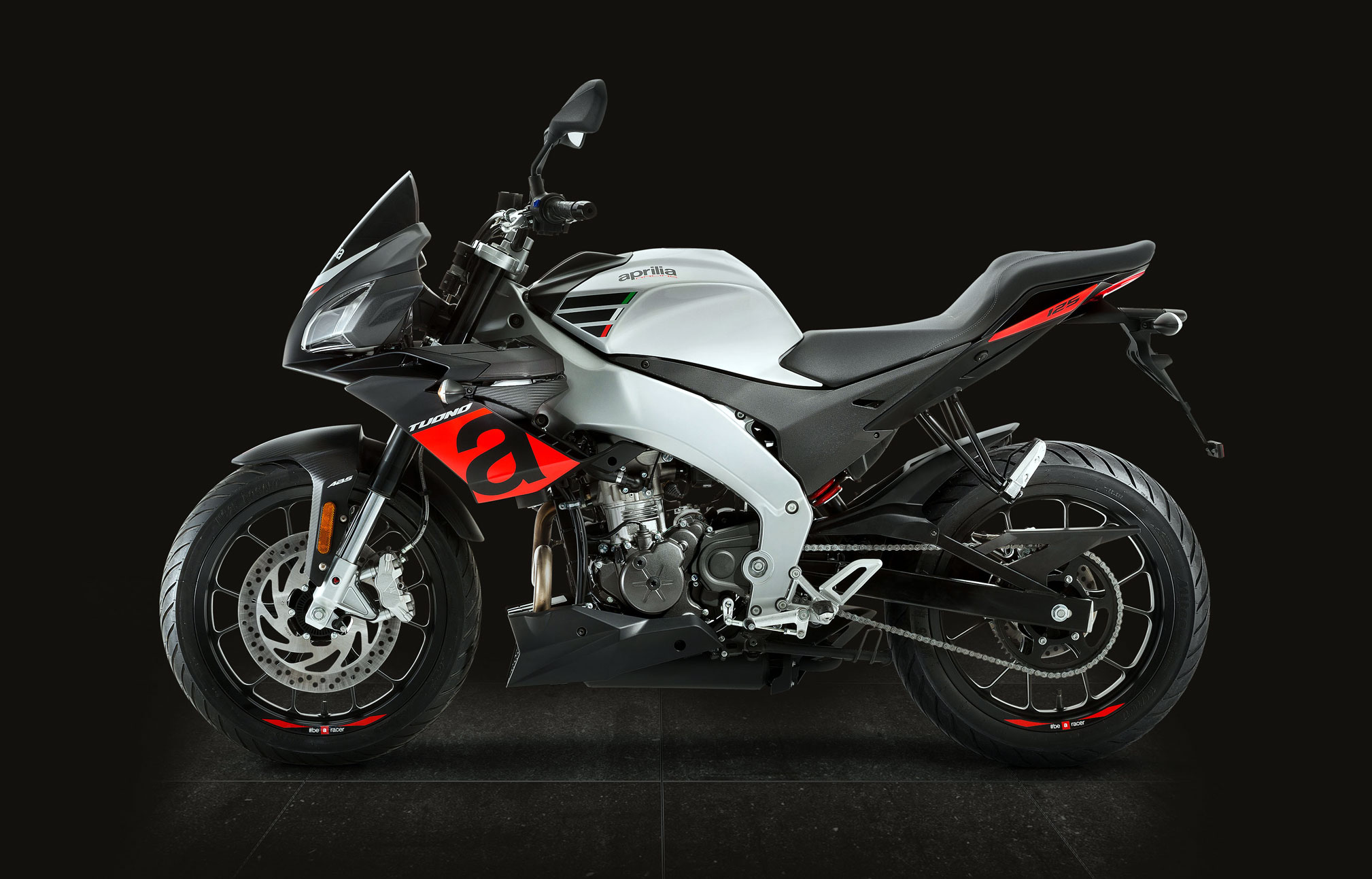 2018 aprilia tuono 125 review totalmotorcycle. Black Bedroom Furniture Sets. Home Design Ideas