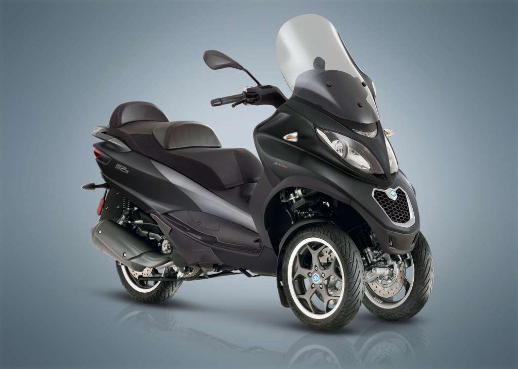 2018 piaggio mp3 300 sport lt review totalmotorcycle. Black Bedroom Furniture Sets. Home Design Ideas