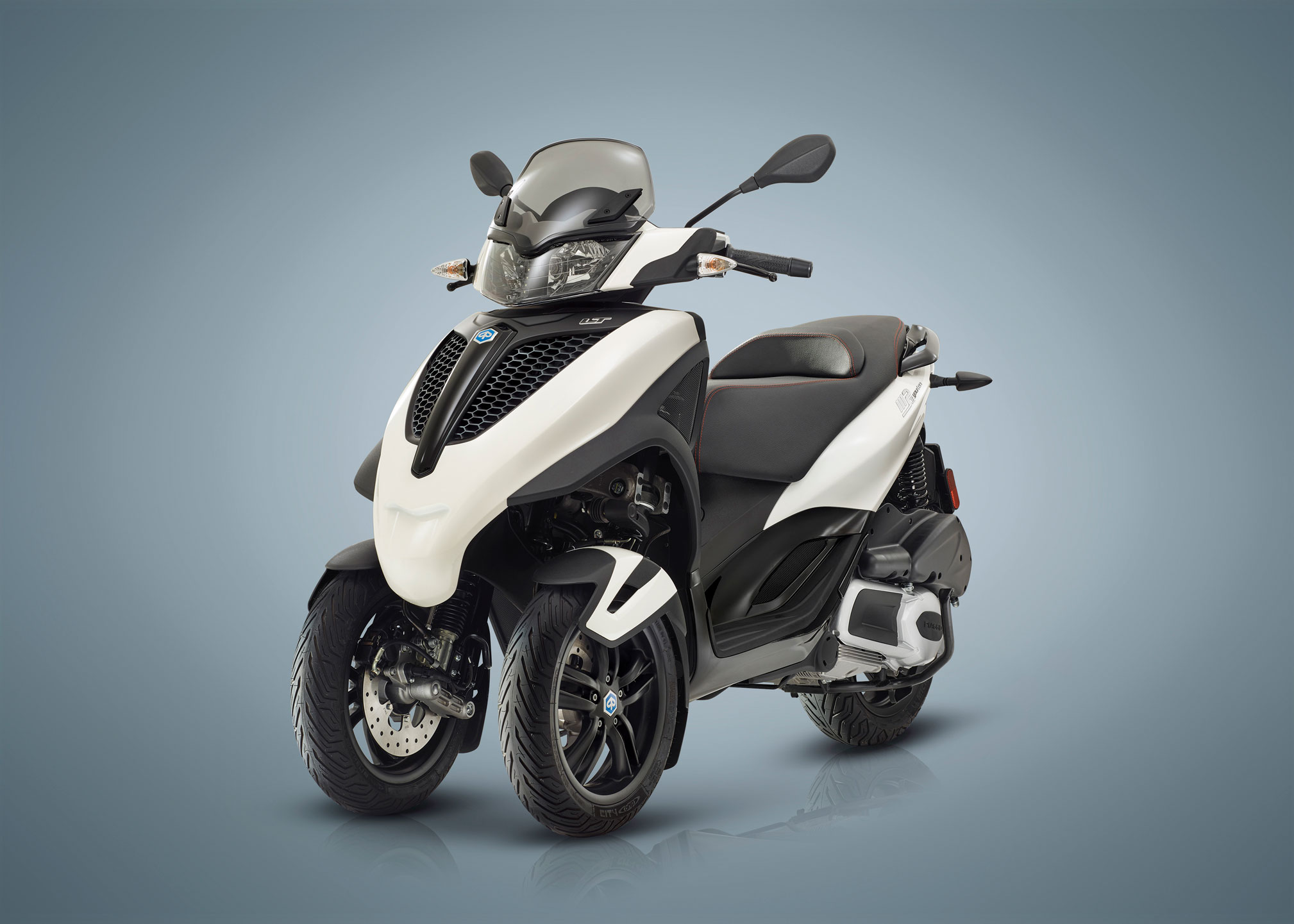 2018 piaggio mp3 300 yourban sport lt review total motorcycle. Black Bedroom Furniture Sets. Home Design Ideas