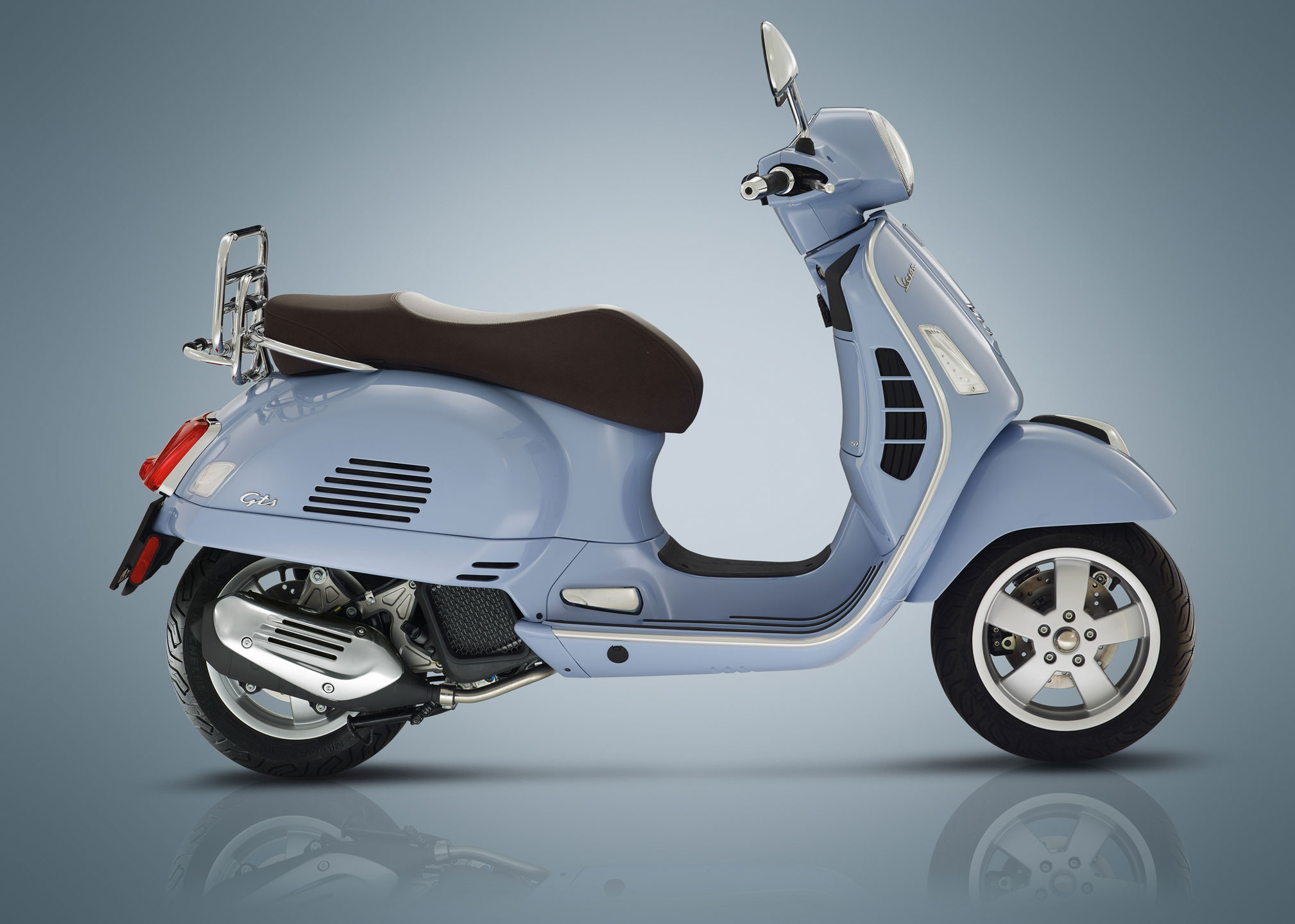 2018 vespa gts150 review total motorcycle. Black Bedroom Furniture Sets. Home Design Ideas