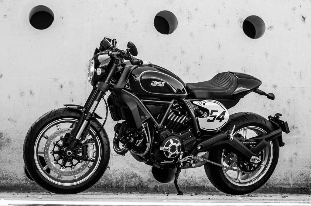 2018 ducati scrambler cafe racer review total motorcycle. Black Bedroom Furniture Sets. Home Design Ideas