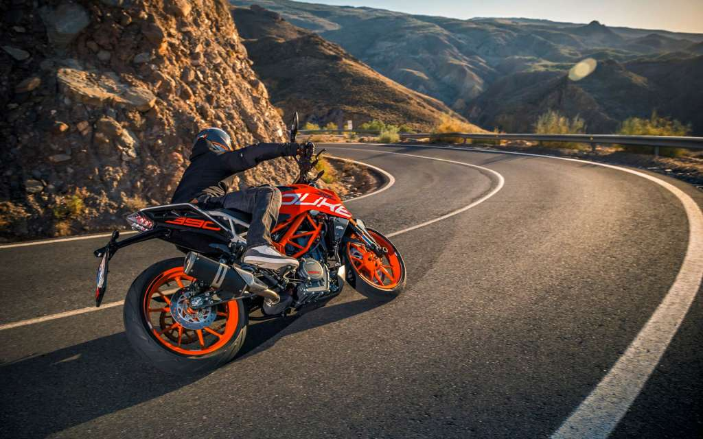 2018 ktm 390 duke review totalmotorcycle. Black Bedroom Furniture Sets. Home Design Ideas