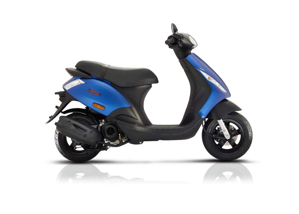 2018 piaggio zip 50 4s review totalmotorcycle. Black Bedroom Furniture Sets. Home Design Ideas
