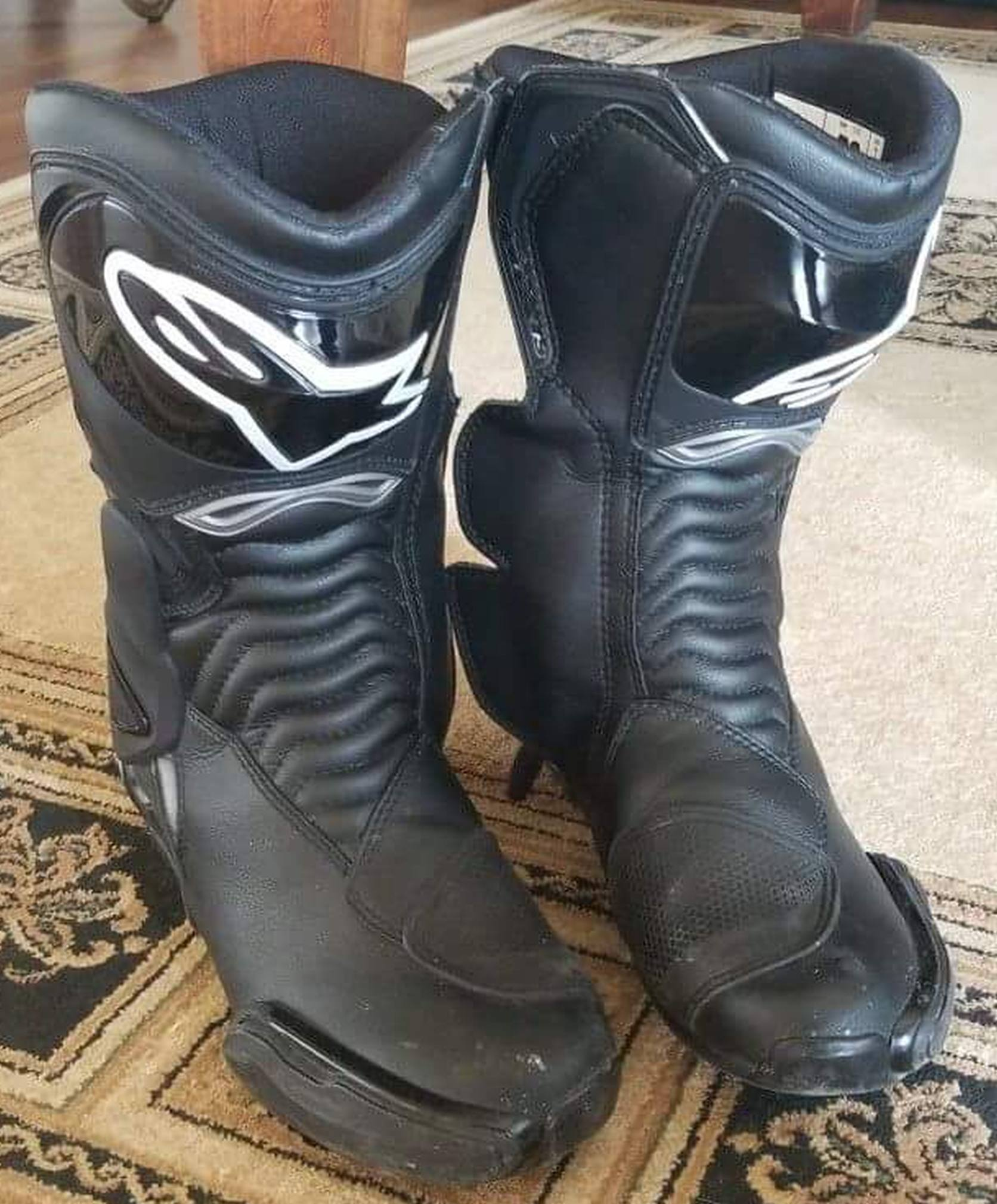 "Rugged, stylized sport/MX mens boots, Alpinestars brand. Thick ""drag pads"" on the outside of the toes show wear."