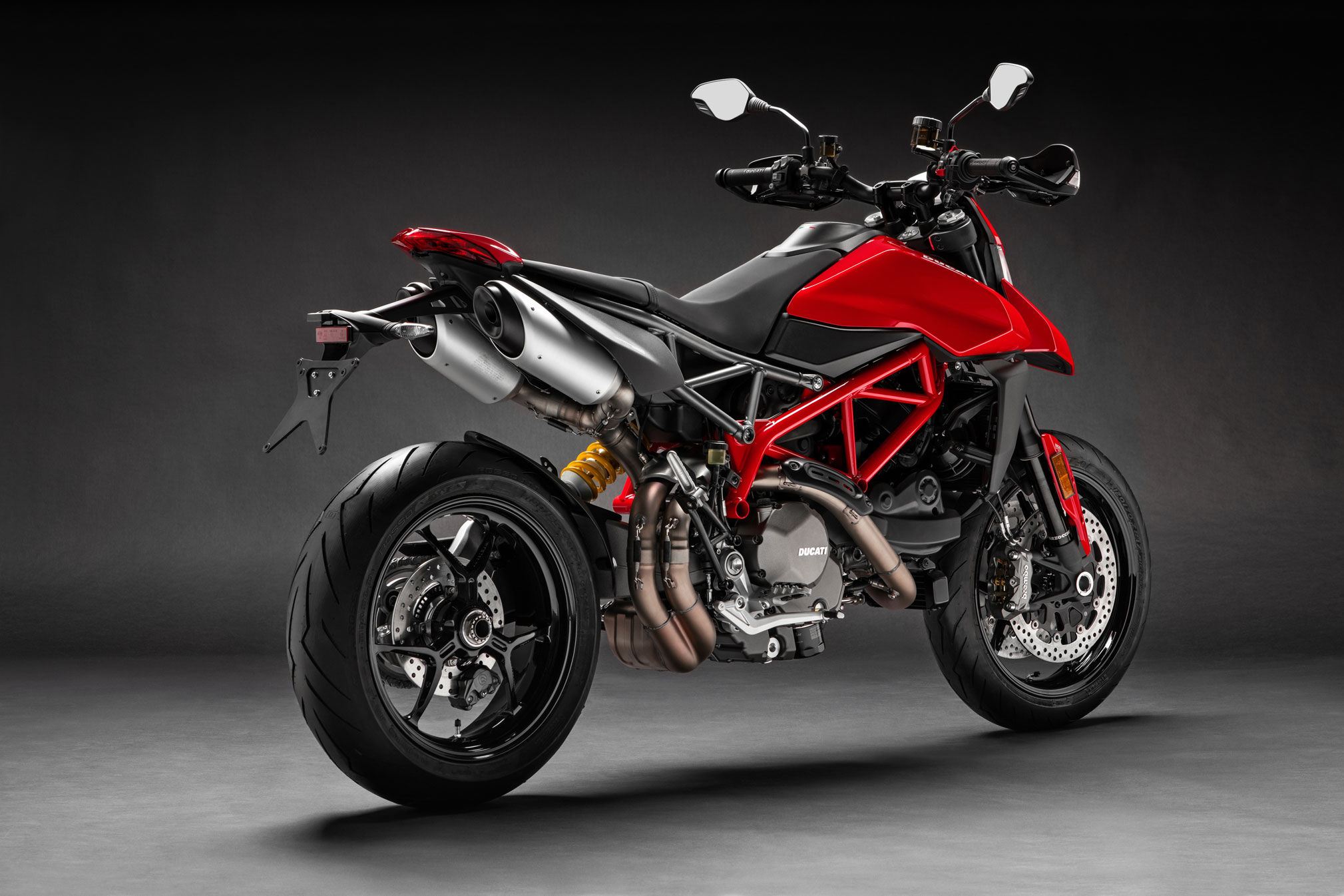 2019 ducati hypermotard 950 guide total motorcycle. Black Bedroom Furniture Sets. Home Design Ideas