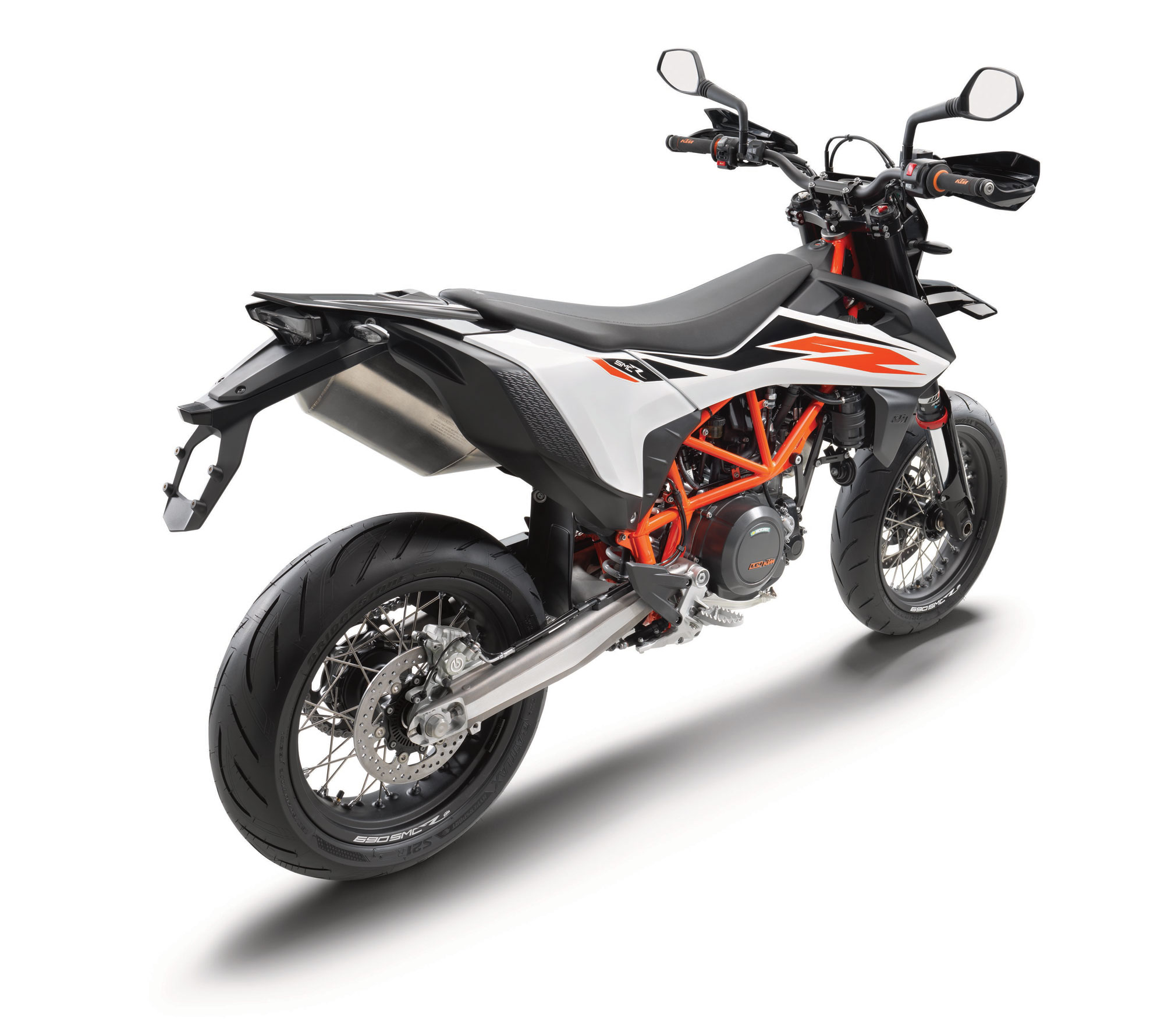 2019 ktm 690 smc r guide total motorcycle. Black Bedroom Furniture Sets. Home Design Ideas