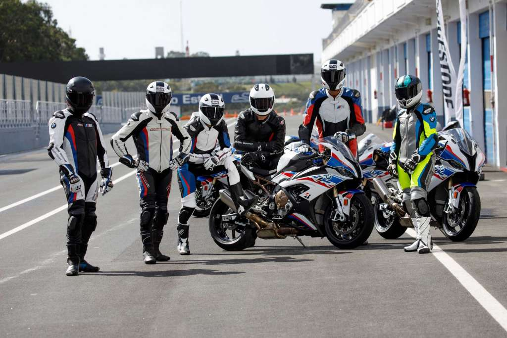 Pure motor racing feeling with the new BMW Motorrad racing suit
