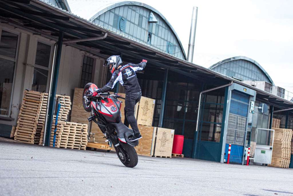 Inspiration Friday: Stunt Bike Urban Freestyle